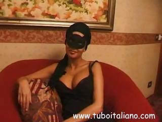 brunette english lady inside a mask obtains a not
