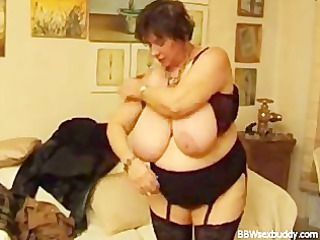 cougar bbw gets it inside the butt