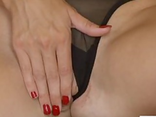 high heeled mature babe vibrators herself