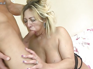 cougar mom takes banged by her toyboy