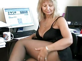 assistant maiden fisting her cougar vagina