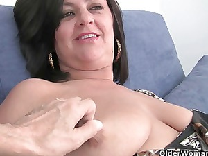 mature lady with giant boobs obtains finger