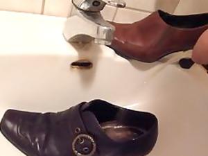 peeing in wifes ebony pump