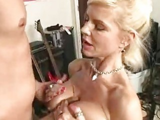 awesome momma crystal ashen takes her oral glided