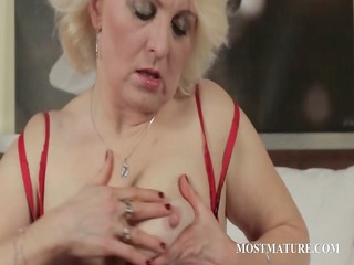 cougar blondie fist copulates lusty vagina