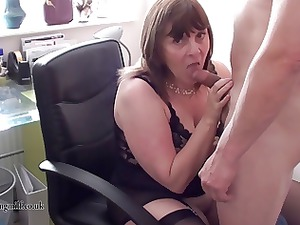 italian lady performs on webcam